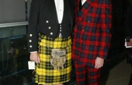 Kyle MacLachlan (right) with some chap in a MacLeod of Lewis tartan kilt.